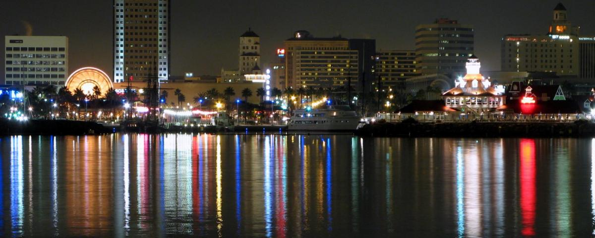 Bright night lights of Long Beach, CA reflecting on the ocean. By Geographer at en.wikipedia (Transfered from en.wikipedia) [CC BY 2.5 (http://creativecommons.org/licenses/by/2.5), GFDL (http://www.gnu.org/copyleft/fdl.html) or CC-BY-SA-3.0 (http://creativecommons.org/licenses/by-sa/3.0/)], from Wikimedia Commons