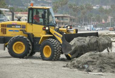 Loader piling kelp and sand. Credit: Dave Hubbard